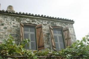 momfatale.gr old stone house Samothraki