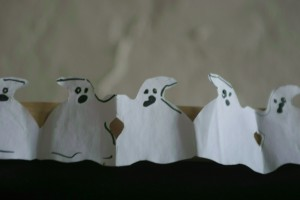 http://momfatale.gr/ halloween 2013 ghosts cut-outs paper