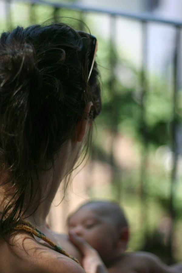 http://momfatale.gr/ olia breastfeeding D.