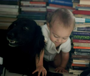 momfatale.gr toddler and dog