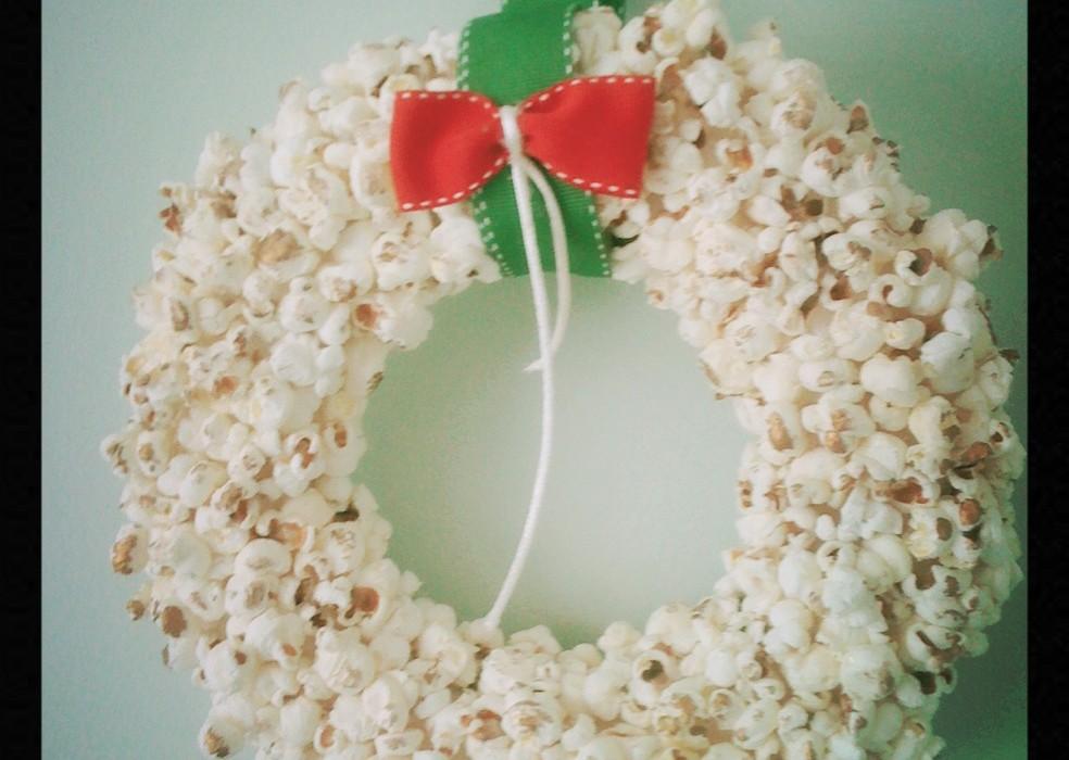 χριστουγεννιάτικο diy στολίδι στεφάνι ποπ κορν