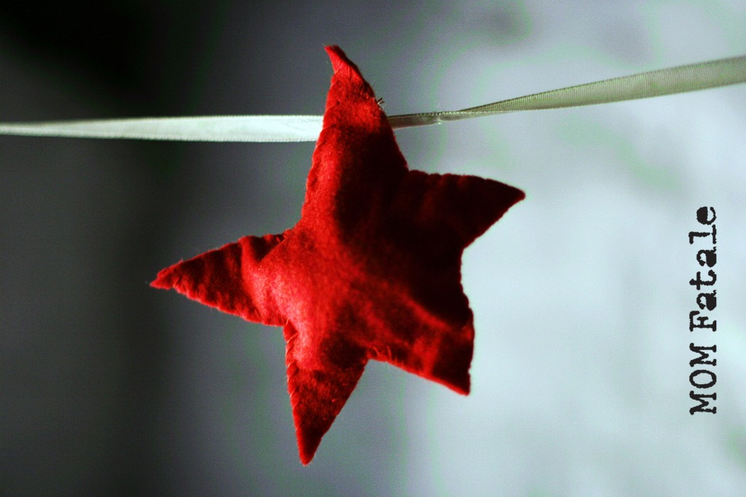 mom fatale simple red felt star mobile