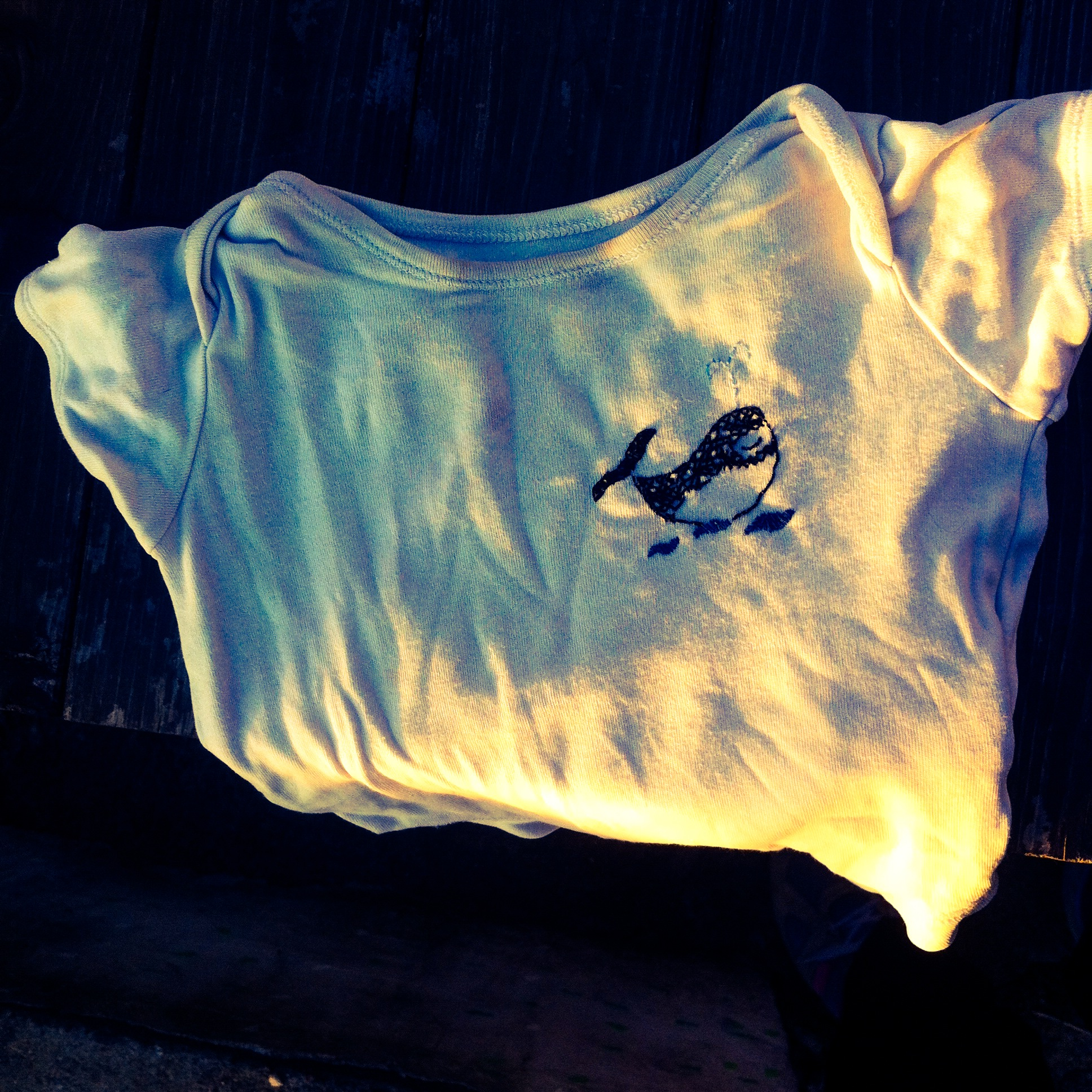 whale embodery on baby's onesies on momfatale.gr