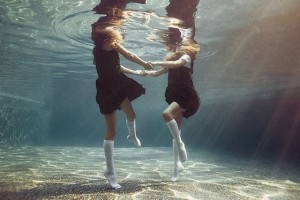 Portraits-of-Kids-Submerged-Underwater-by-Alix-Martinez-3