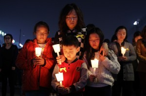 families-mourn-loss-at-group-memorial-altar-in-ansan-1