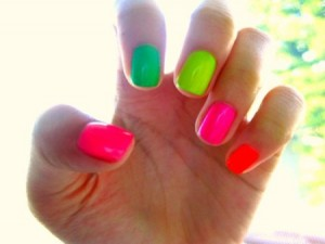 how-to-wear-neon-nail-polish-2