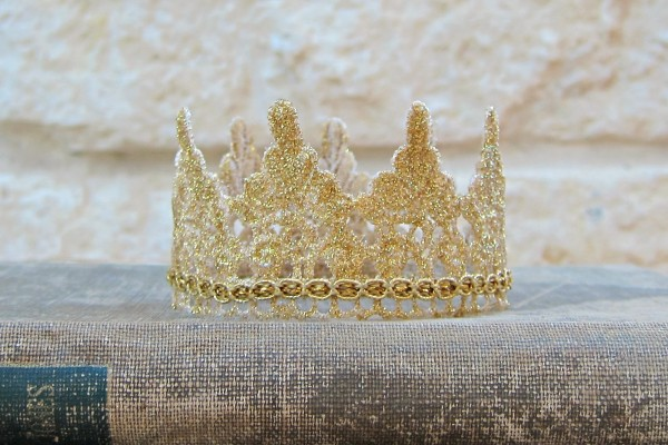 Glamour Dust Gold Crown