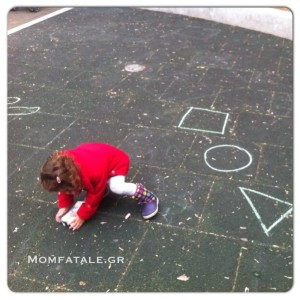παιδί κιμωλίες kid child toddler preschooler chalk drawing sketching