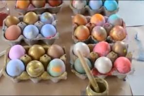 Αυγά βαμμένα με οδοντόβουρτσα