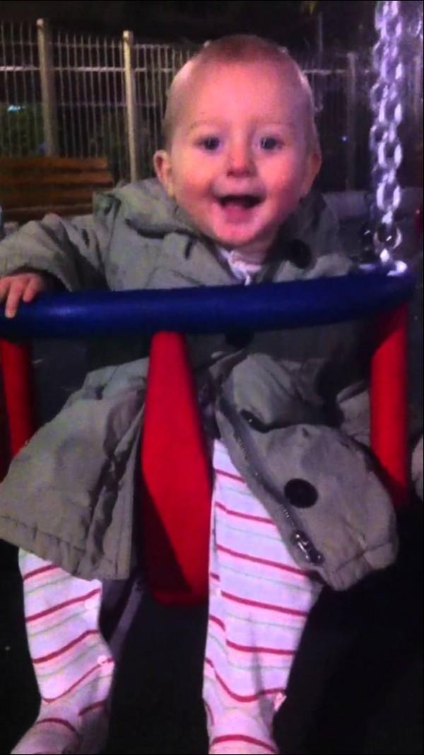 (Ξαναβαλανε) κούνια – καλαθάκι για μωρά στη Ναυαρινου!