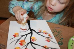 Δέντρο ζωγραφισμένο με μπατονέτες