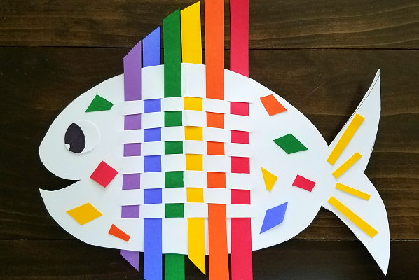 weaving-rainbow-fish-craft-for-kids-1