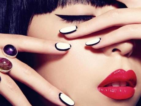 nail-contouring-black-and-white