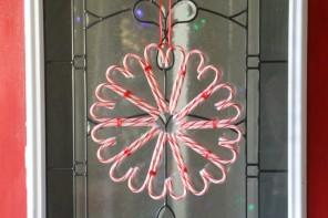 DIY-Χριστουγεννιάτικο στεφάνι από καραμέλες