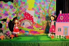 Η Κοκκινοσκουφίτσα από την Ομάδα Κουκλοθεάτρου JINX Puppet Theater
