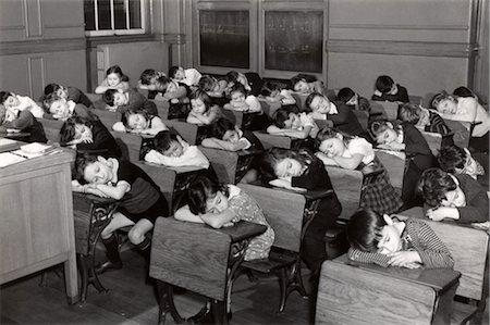 παιδιά που κοιμούνται στην τάξη