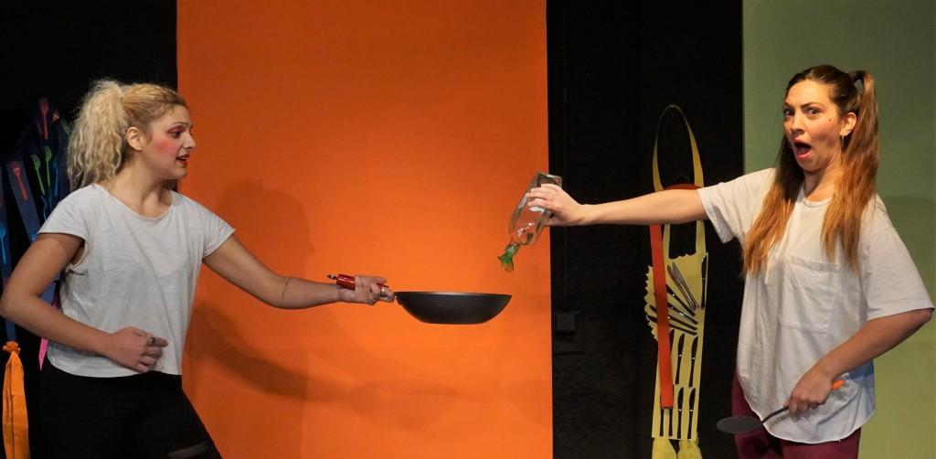 πηρούνια και μαχαίρια