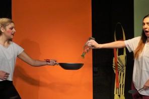 Πιρούνια και Μαχαίρια…  στα Μαχαίρια!!!