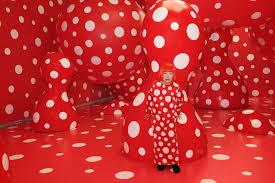 κουσαμα κοκκινες polka dots