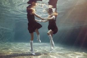 Portraits-of-Kids-Submerged-Underwater-by-Alix-Martinez-3