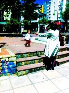 toddler sees grandma in thessaloniki