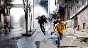 turkish-riot-police-clash-protesters-istanbul