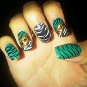 zebra_prints_nails_thumb