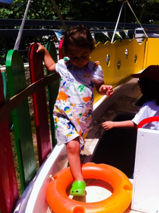 daphne on a play boat
