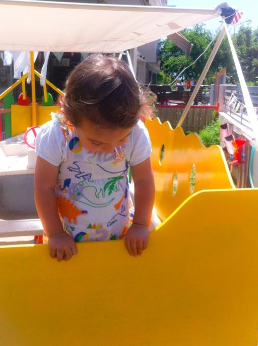 η δαφνη στον παιδότοπο το μήλο στην αλεξανδρούπολη