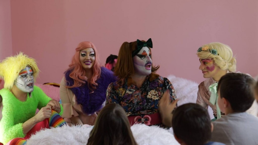 drag show greece drag queens and children